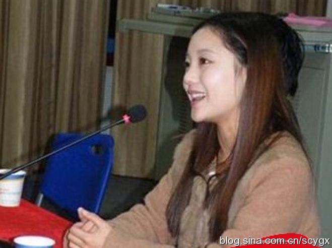 자샤오예(賈曉曄): 저우용캉의 부인
